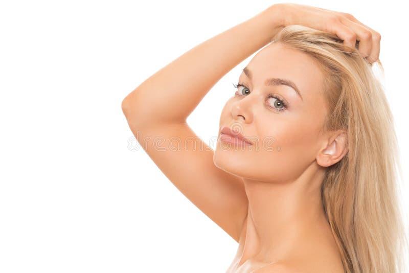 美丽的白肤金发的查出的白人妇女 免版税库存图片