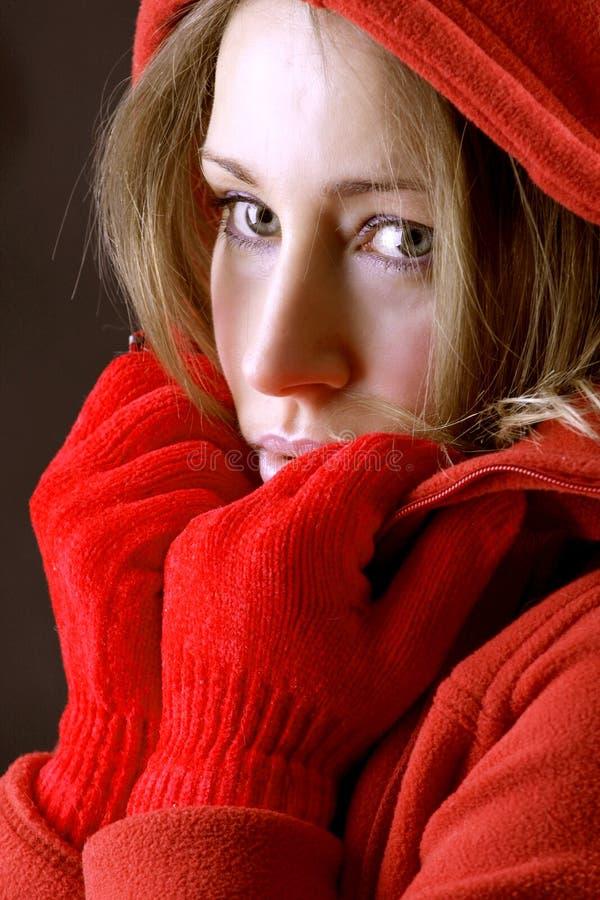 美丽的白肤金发的狂欢节女孩 免版税库存图片