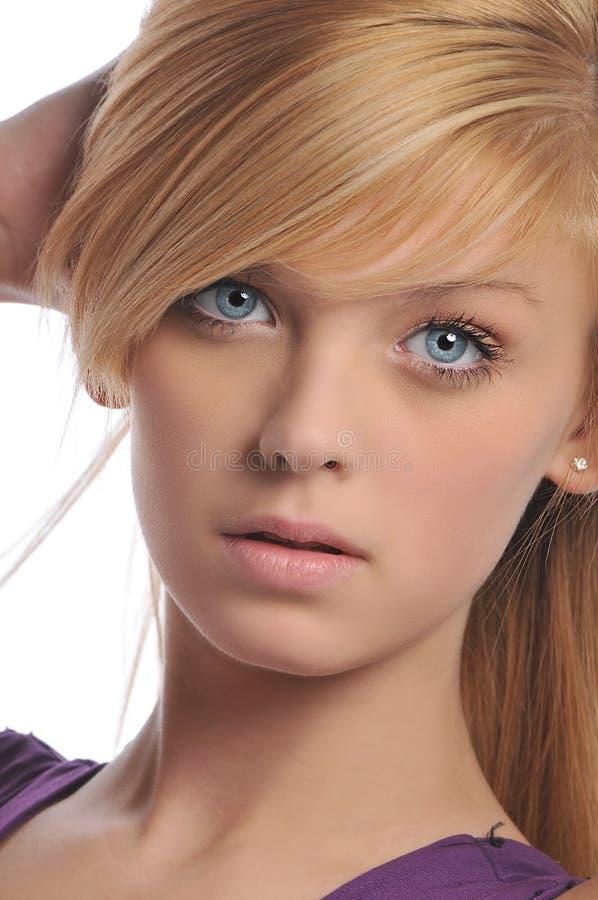 美丽的白肤金发的纵向年轻人 库存图片
