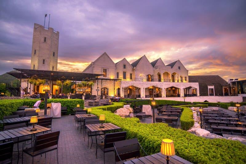 美丽的白色城堡名字烟房子著名和好图a 免版税图库摄影