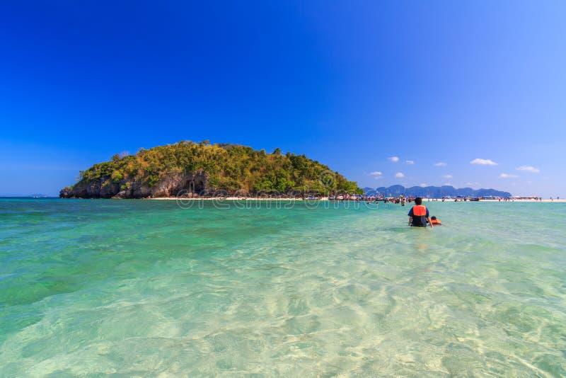 美丽的白色沙子白色沙子海滩在Krabi泰国 免版税库存照片