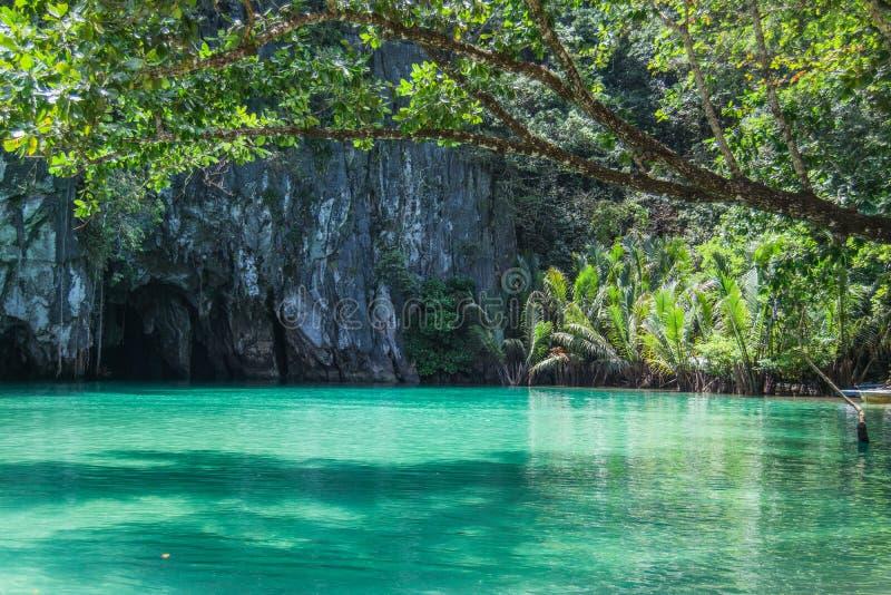 美丽的盐水湖,最长的可航行的地下河的起点在世界上 Puerto Princesa, Palawan,菲律宾 免版税图库摄影