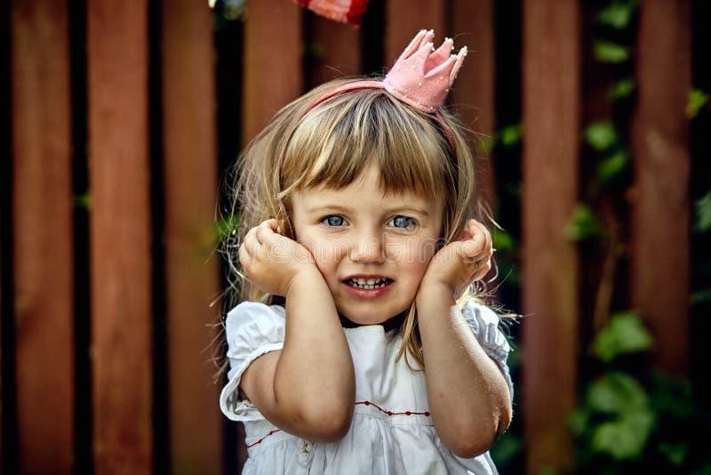 美丽的矮小的公主女孩 免版税库存照片