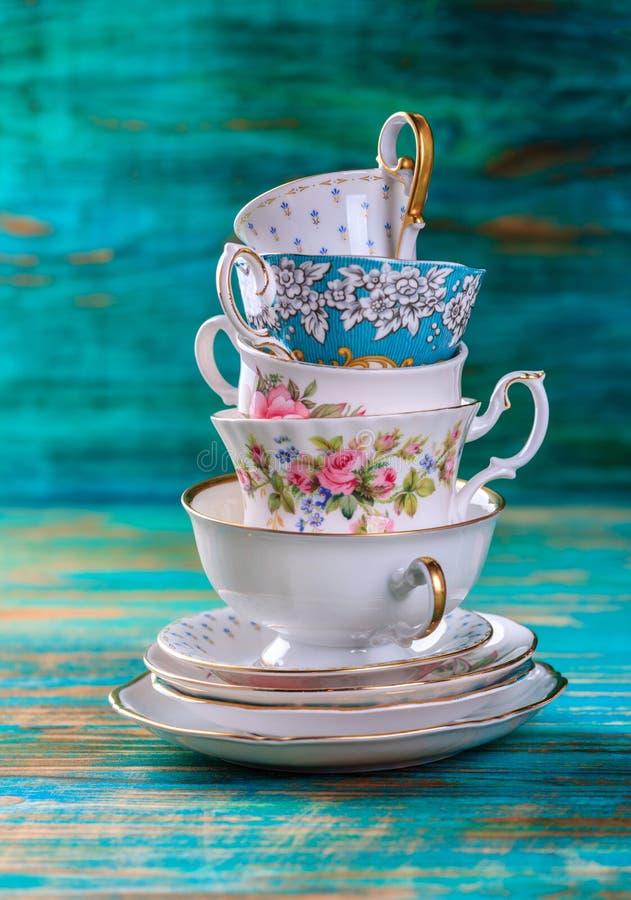美丽的破旧的别致的古色古香的杯子 图库摄影