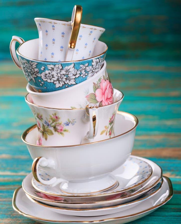 美丽的破旧的别致的古色古香的杯子 免版税图库摄影