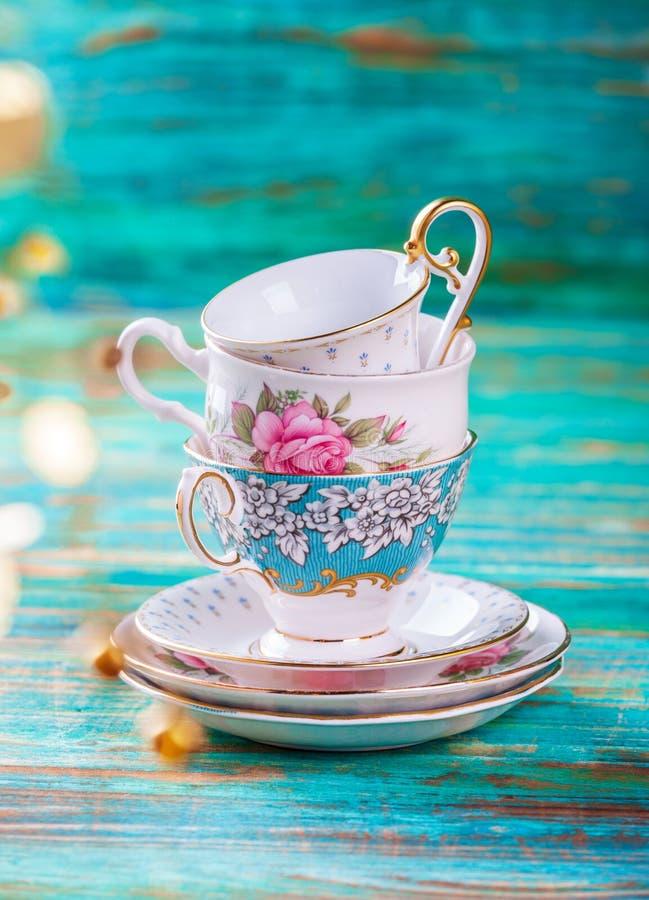 美丽的破旧的别致的古色古香的杯子 免版税库存照片