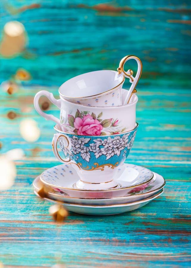 美丽的破旧的别致的古色古香的杯子 库存照片