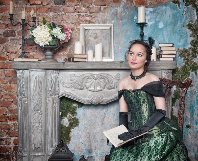 美丽的礼服中世纪妇女 库存照片