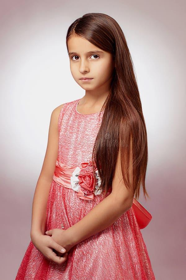 美丽的礼服女孩一点粉红色 免版税库存图片