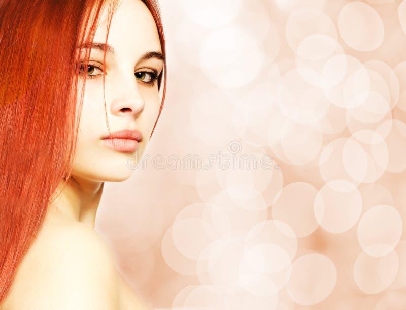 美丽的红头发人妇女 免版税图库摄影