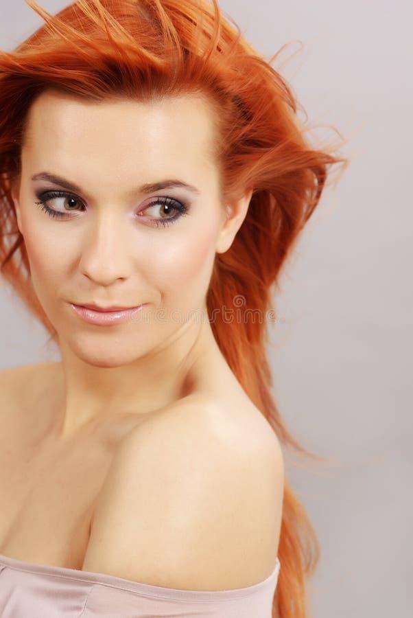 美丽的红头发人妇女 库存图片