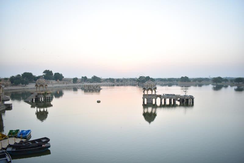 美丽的纪念碑在gadisar湖Jaisalmer 免版税图库摄影