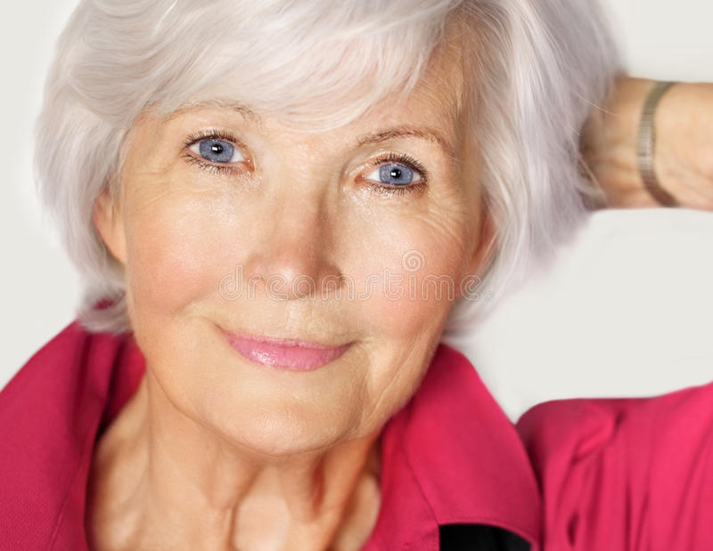 美丽的纵向前辈妇女 免版税库存图片