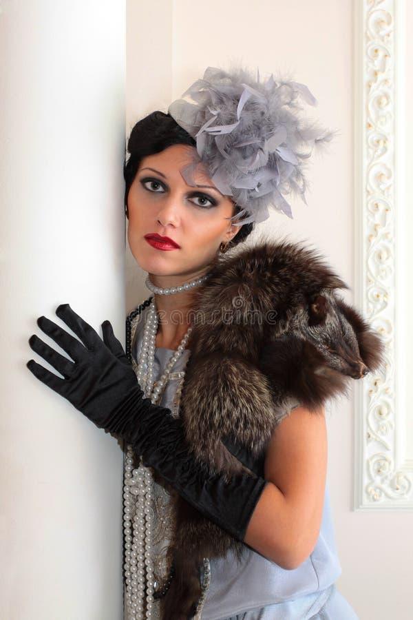 美丽的纵向时髦的妇女 免版税库存图片
