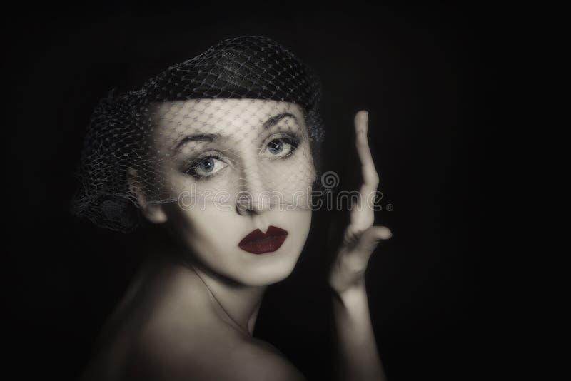 美丽的纵向面纱妇女年轻人 免版税图库摄影