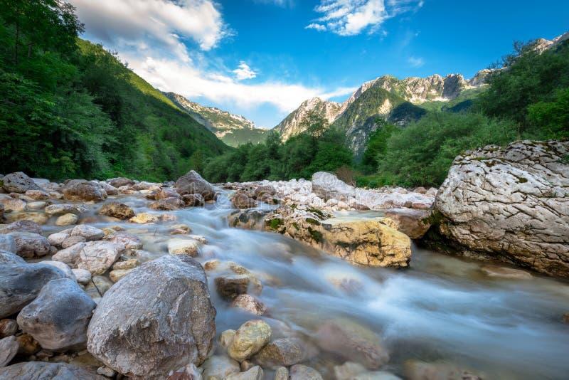 美丽的绿松石Soca河 免版税库存图片