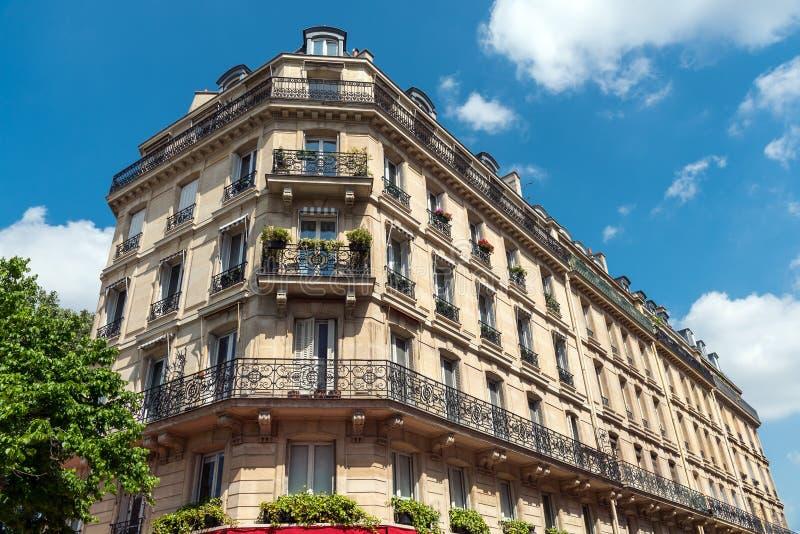 美丽的老大厦在巴黎 免版税库存照片