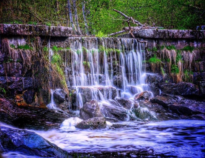 美丽的老水坝和瀑布 库存图片