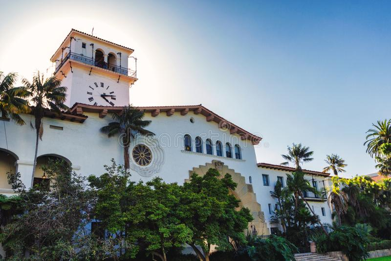 美丽的老法院大楼大厦在圣塔巴巴拉 库存图片