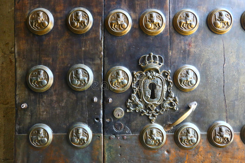 美丽的老门细节在塞维利亚,西班牙 免版税库存照片