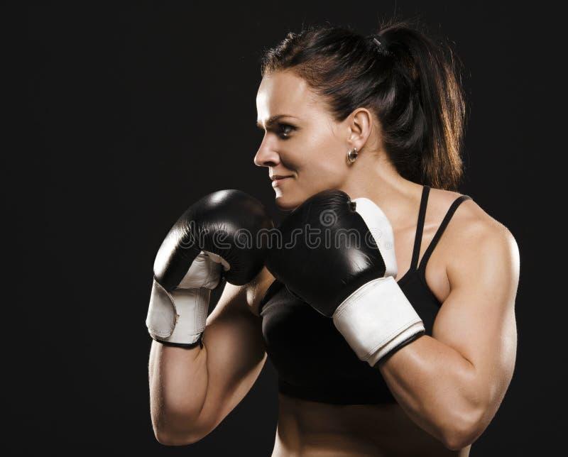 准备好女性的战斗机战斗。 免版税库存照片