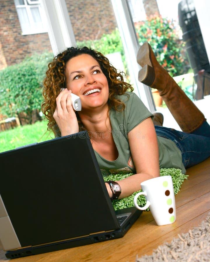 美丽的膝上型计算机妇女 库存图片