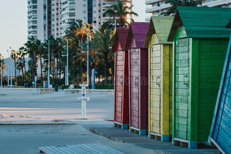 美丽的色的海滩小屋在西班牙 免版税库存图片