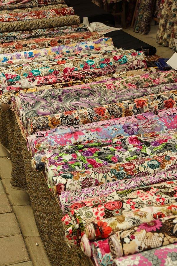 美丽的色的围巾和面纱 免版税图库摄影