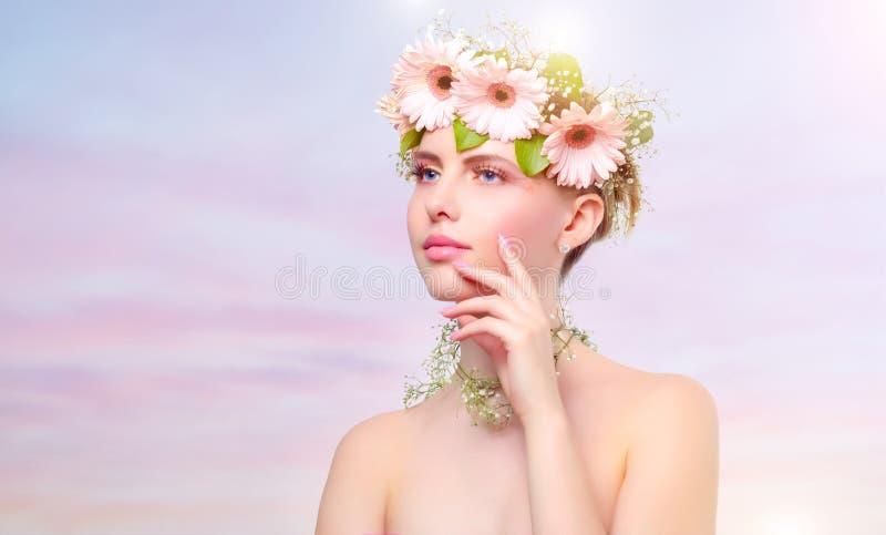 Download 美丽的花女孩佩带的花圈 库存照片. 图片 包括有 颜色, 头发, 创造性, 春天, 妇女, 女性, beauvoir - 30337228