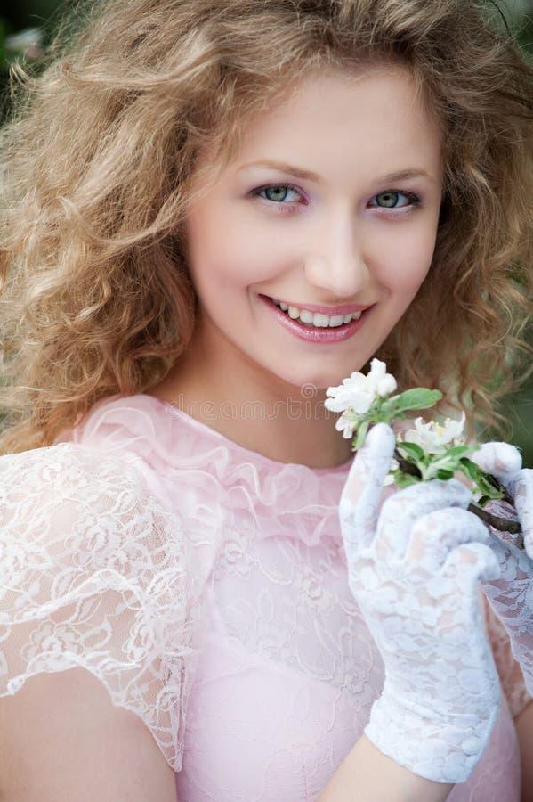 美丽的花手套白人妇女年轻人 免版税库存图片