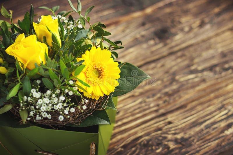 美丽的花束五颜六色的花春天 库存照片