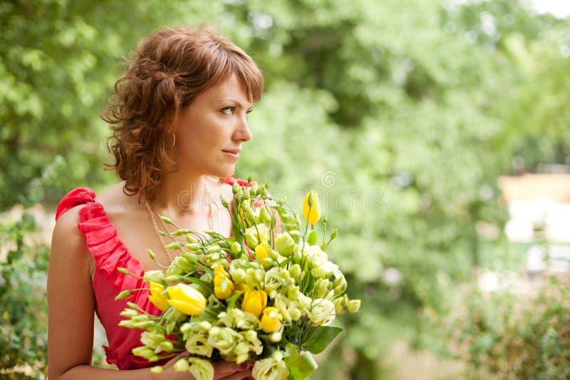 美丽的花束妇女年轻人 免版税库存照片