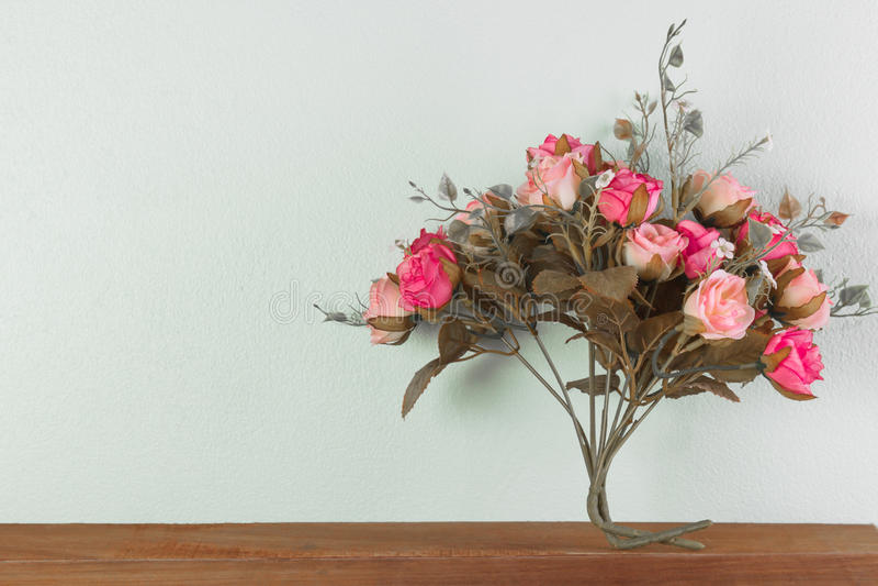 美丽的花束玫瑰人造花 免版税库存图片