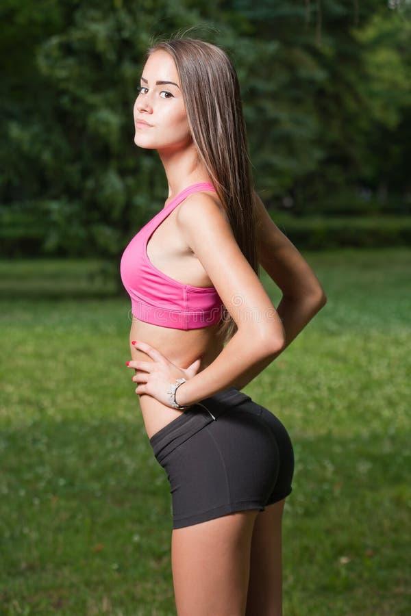 美丽的苗条年轻健身女孩 库存照片