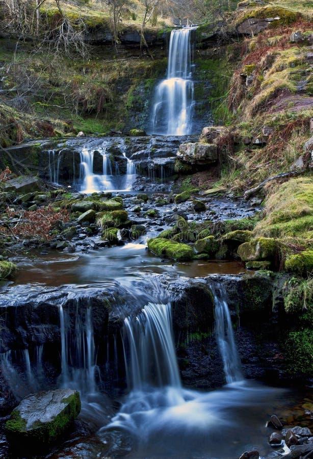 美丽的落下的瀑布, Nant Bwrefwy,上部Blaen-y-Glyn 免版税库存照片