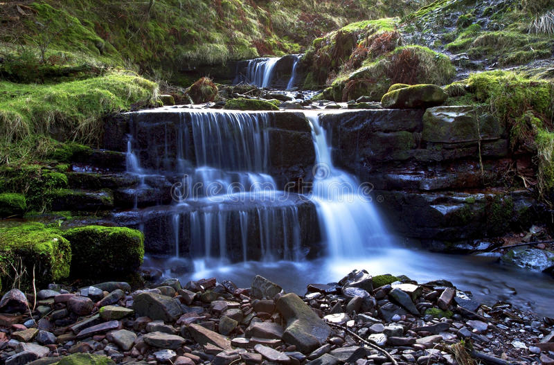 美丽的落下的瀑布, Nant Bwrefwy,上部Blaen-y-Glyn 免版税库存图片