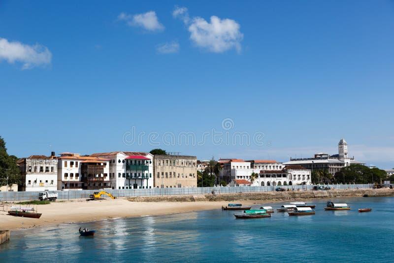 美丽的蓝色海在石镇在桑给巴尔海岛在坦桑尼亚,非洲 免版税库存图片