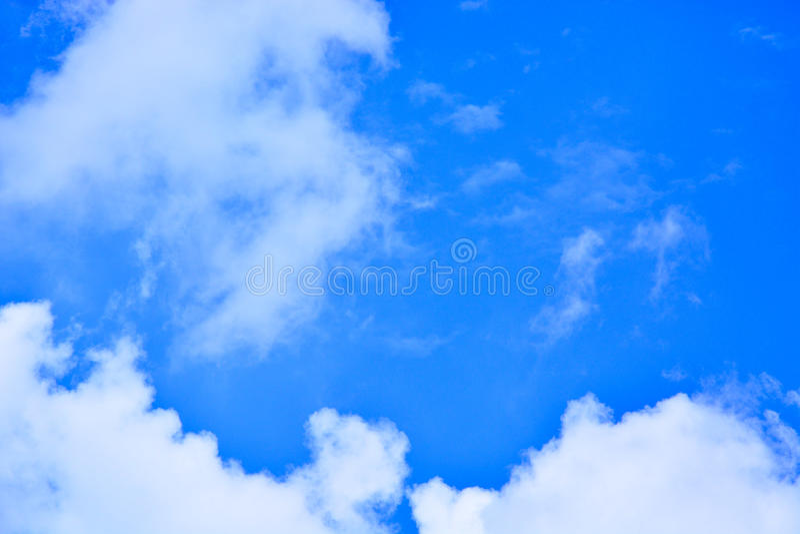 美丽的蓝色覆盖天空 库存图片