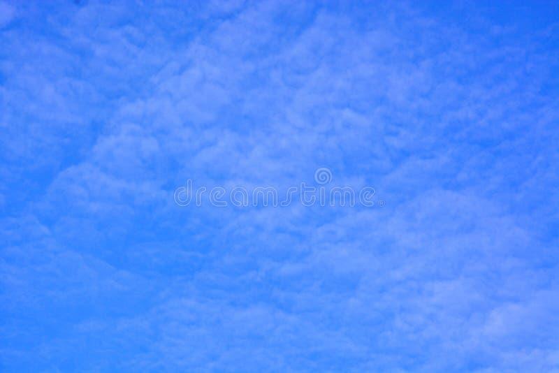 美丽的蓝色覆盖天空 库存照片