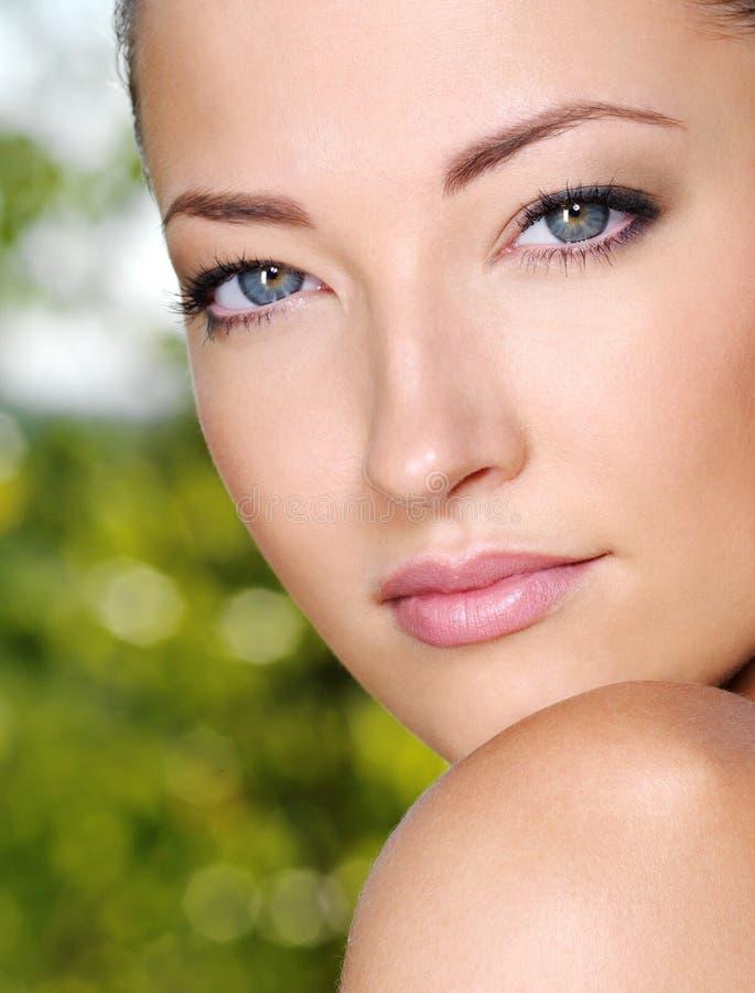 美丽的表面女性新鲜户外 库存图片