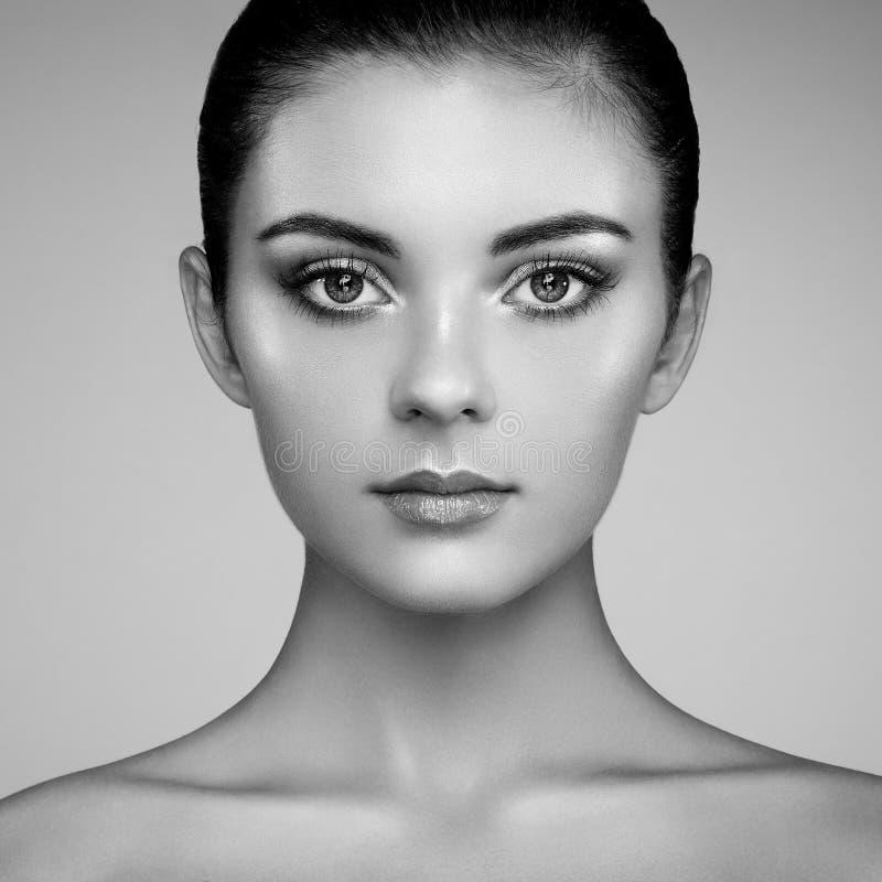 Download 美丽的表面妇女 库存图片. 图片 包括有 头发, 照亮, 女性, 化妆用品, 基础, 表面, 查找, 壮观 - 59111589