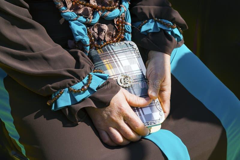 美丽的袋子在妇女的手上 库存图片