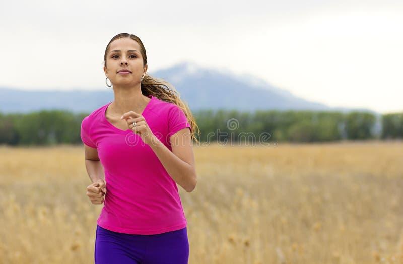 美丽的西班牙母赛跑者 免版税库存照片