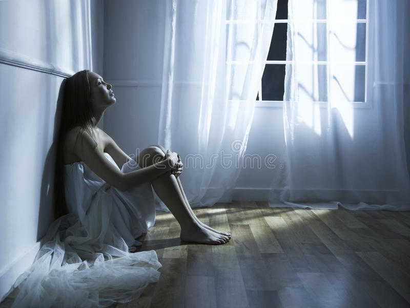 美丽的视窗妇女 库存照片