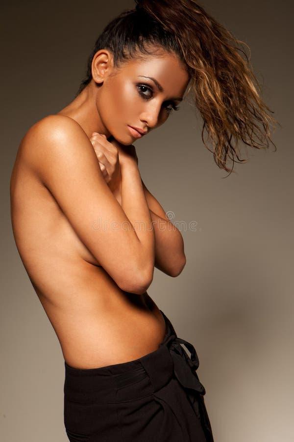 美丽的诱惑露胸部的妇女 免版税图库摄影