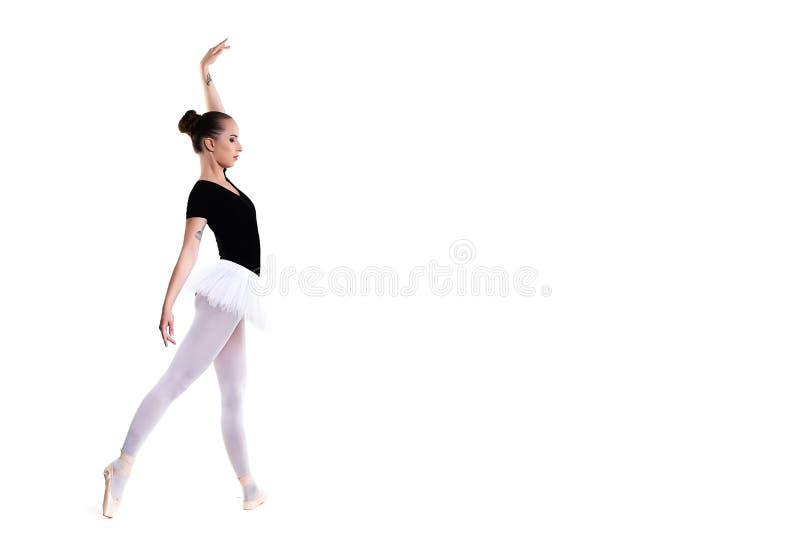 年轻美丽的跳芭蕾舞者被隔绝在白色背景 免版税图库摄影