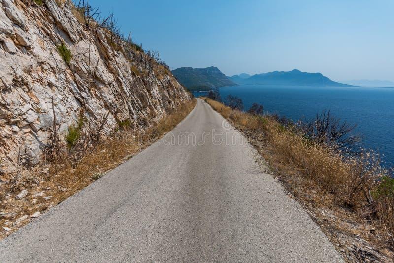 美丽的达尔马希亚海岸,特雷斯塔尼克,达尔马提亚,克罗地亚,Peljesac半岛 免版税库存图片