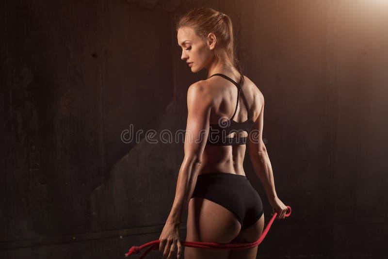 美丽的运动驴子特写镜头 完善的在女用贴身内衣裤的妇女性感的屁股 清洗健康皮肤 健康生活方式、饮食和健身 图库摄影
