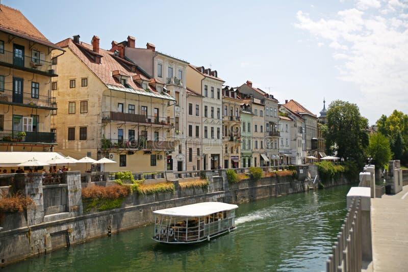 美丽的运河水在Llubiana,斯洛文尼亚 库存照片