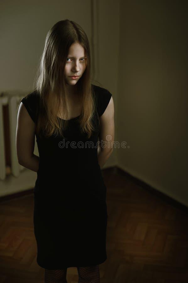 美丽的邪恶的青少年的女孩 库存照片